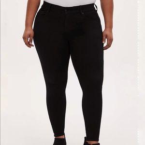 Torrid Bombshell high rise skinny black jeans